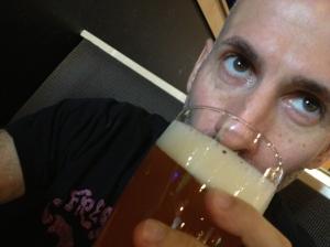 I like drinking beer.